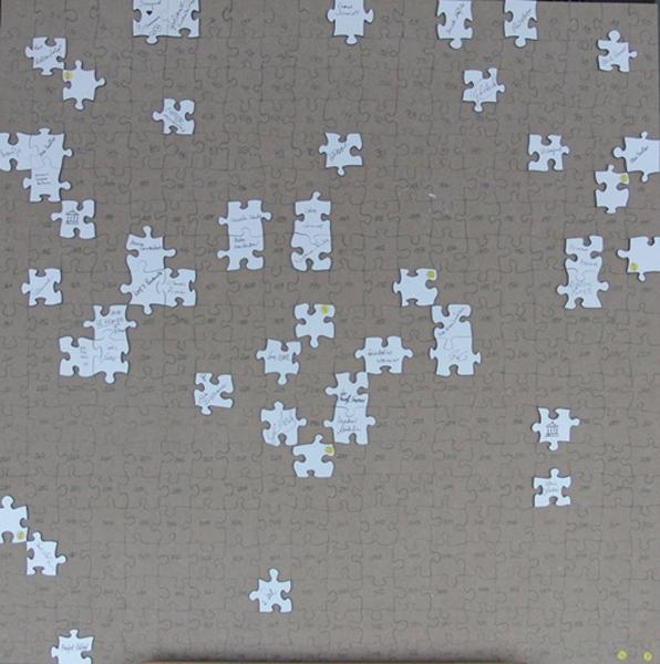 Das Puzzle mit den ersten Puzzleteilen